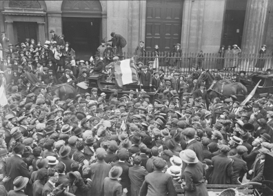 A crowd gathered at Westland Row to welcome internees recently released. Image: National Library of Ireland